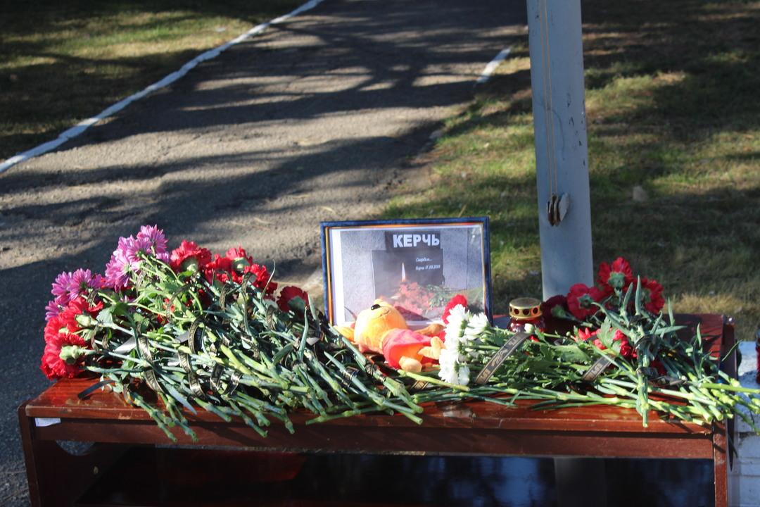 Днем рождения, открытка в память о погибших в керчи